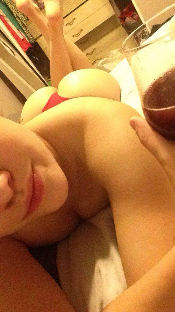 huge ass selfie